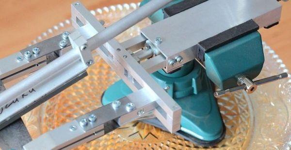 Точилка для ножей из монтажных уголков