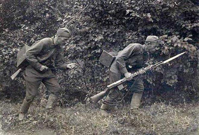 Два бойца с винтовками Токарева СВТ-38