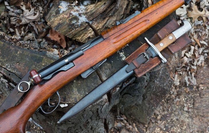 Штык-нож Swiss K11 образца 1928 года с винтовкой
