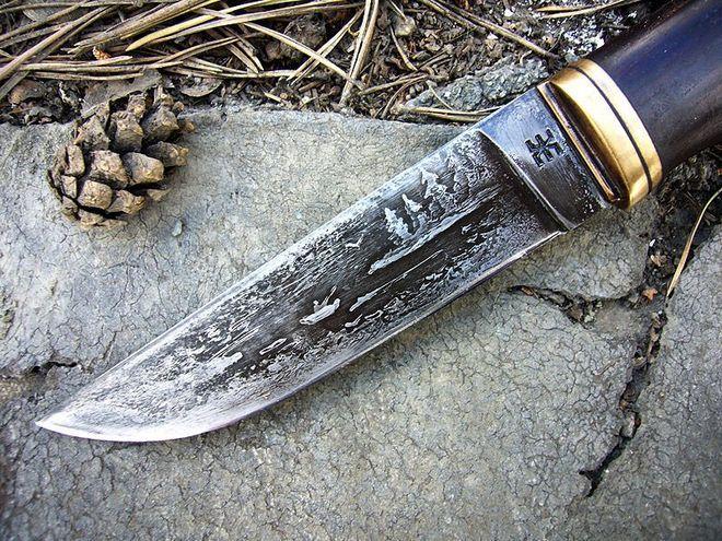 Травление рисунка на ноже