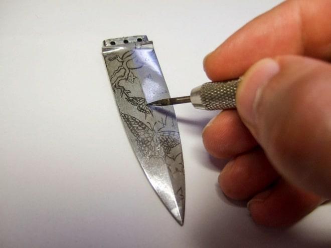 Профессиональное травление ножа