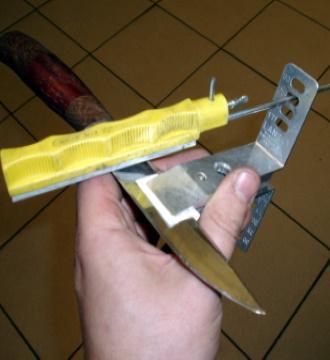 Нож в зажиме Lansky готов к заточке