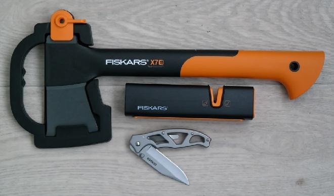 Набор Fiskars - топор, точилка, складной нож