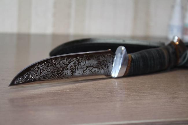 Нож из стали 40x10c2m
