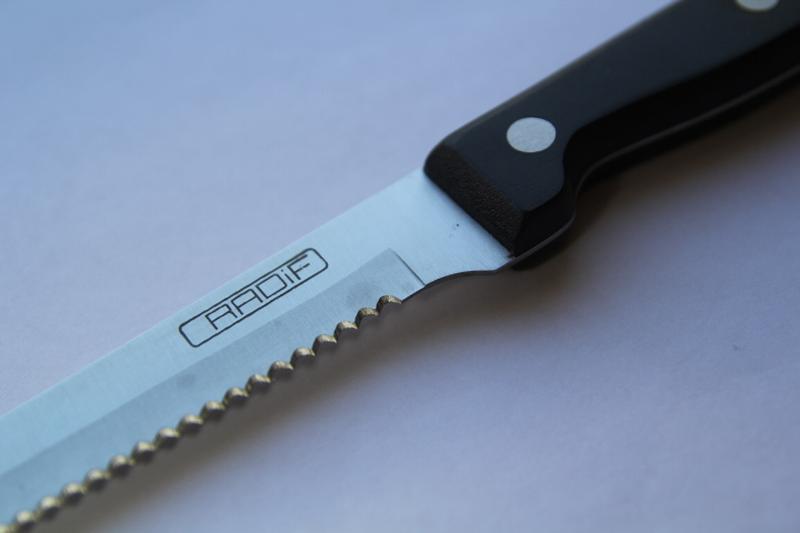нож для стейка.