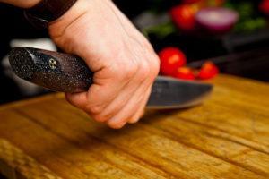 техника безопасности в эксплуатации ножа.
