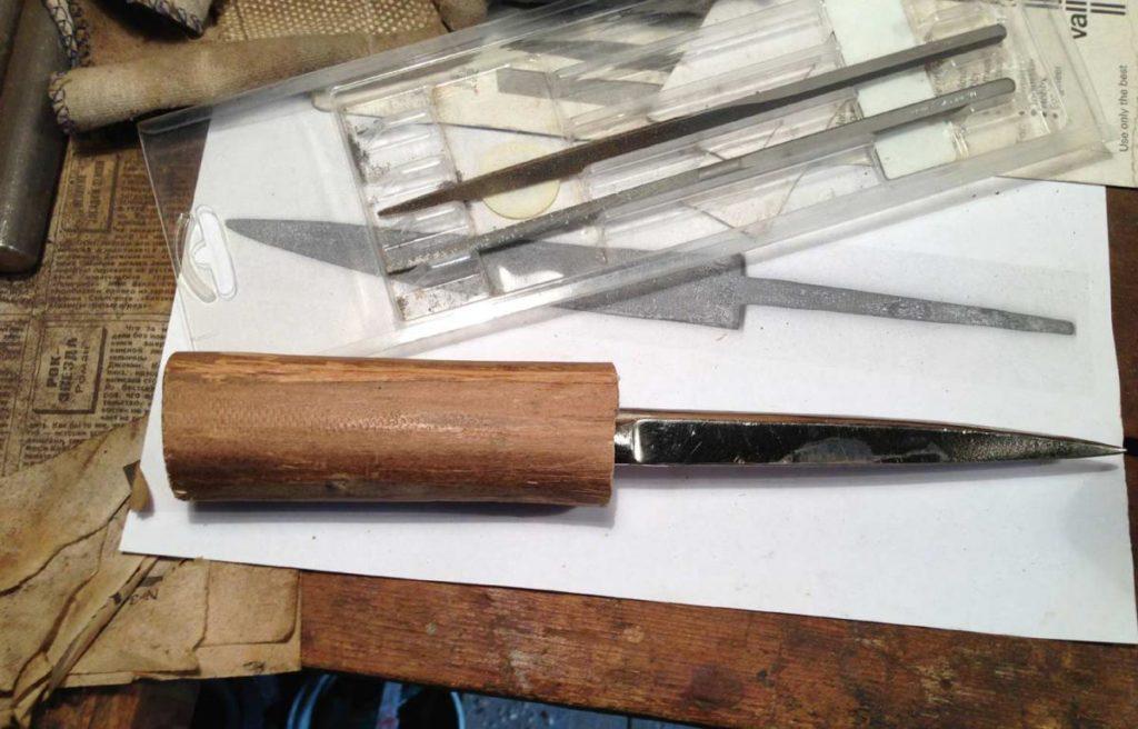 Как сделать нож из ножниц.