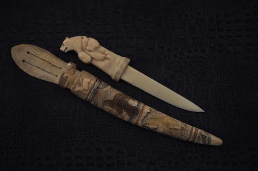 костяной нож.