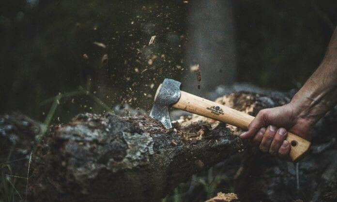 Топор для леса.