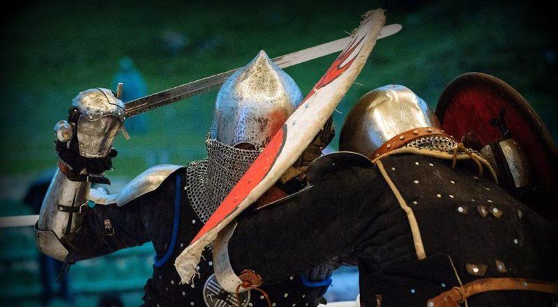 Бои на мечах.
